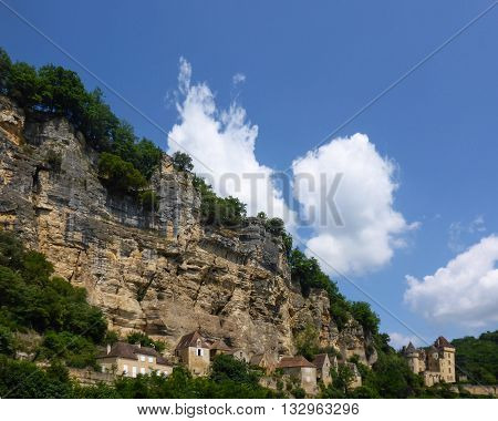 Homes line the cliffs of the Dordogne River