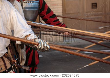 Fight With Medieval European Spears, Pole Weapons: Shafts And Pointed Heads.