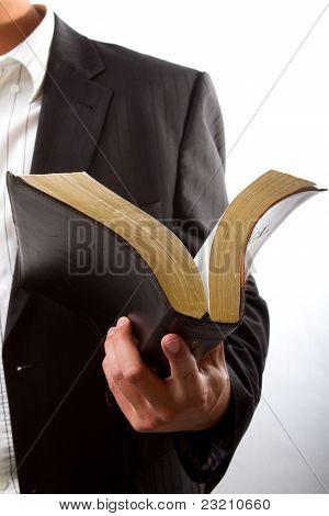 Lesen aus der Bibel