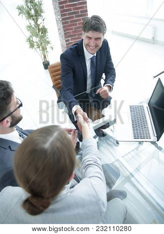 welcome handshake between a lawyer and a client