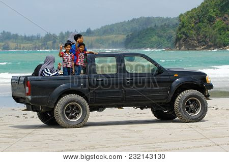 Kudat,sabah-feb 3,2018:happy Asian Kids Having Fun On The Off-road Truck In Sandy Tropical Beach At