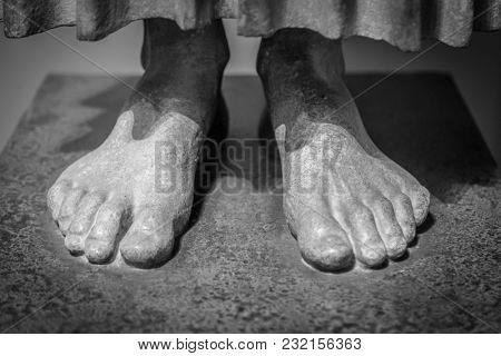Close up of the toes on a foot of a statue