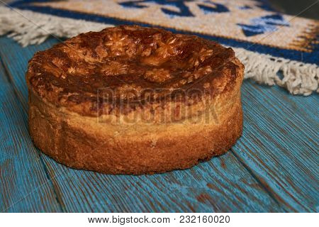 Traditional Slavic Russian And Ukranian Festivals And Weddings Bread Round Loaf Karavai Pastry On Wo
