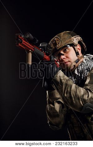 Image of sighted soldier with gun