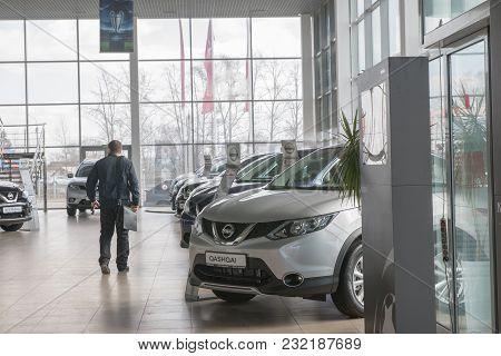 Russia, Kirov - My 15, 2017: Showroom And Car Of Dealership Nissan In Kirov City In 2017