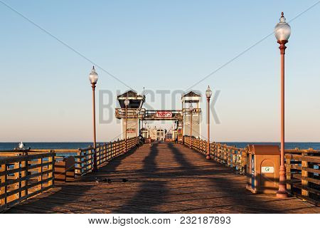 Oceanside, California/usa - February 24, 2018:  A View Of The Empty Oceanside Fishing Pier In The Ea