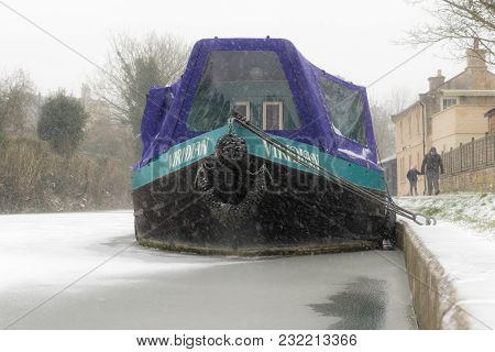 Bath, Uk - March 01 2018 Narrow Boat On Frozen Canal In The Snow. Winter Scene Along Kennet And Avon