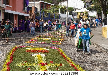 Antigua, Guatemala: March 18 2018: Tourists Looking At The Alfombres, Flower Carpets On The Cobbled