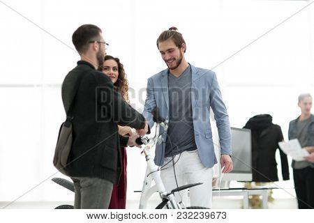 vendor congratulating a client for a new bike