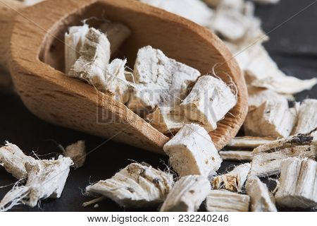 Dried And Sliced Marshmallow Root (althaea Officinalis) In Wooden Scoop
