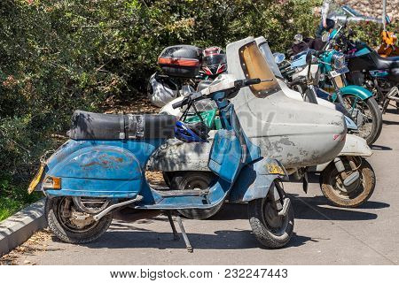Beit Nir, Israel - March 17, 2018: Very Old Rusted Scooters And Motorbikes Presented On Vintage Car