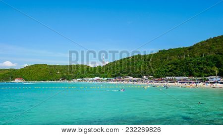 Chonburi, Thailand - March 18, 2018: Tourists Are Playing On Koh Larn Island. Famous Tourist Attract