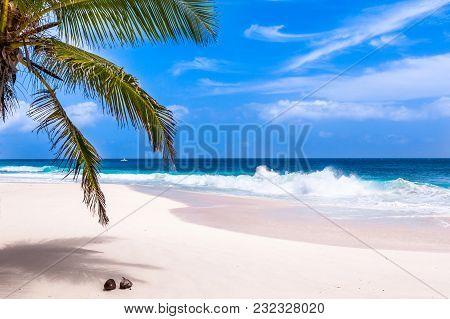 Seychelles, Paradise Beach. La Digue At Anse Lazio, Source D'argent.