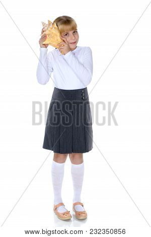 A Little Girl With A Sea Shell. The Concept Of A Family Vacation At Sea, Ecology. Isolated On White