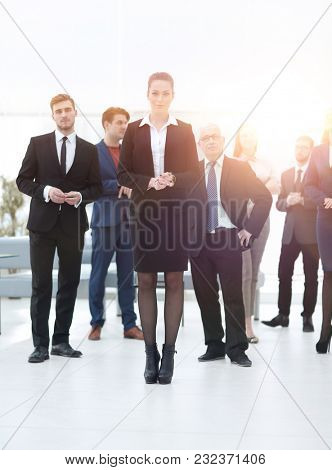confident business woman standing in front of his business team.