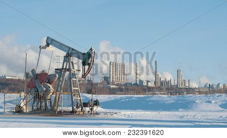 Large Petrochemical Plant With Pump For Crude Oil Production, Petroleum Industry