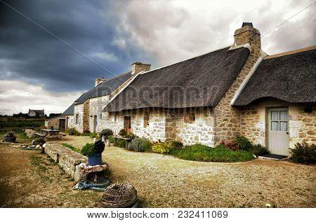 Meneham is an old village of peasant-fishermen-seaweeds. Nestled between the rocks of the Côte des Légendes