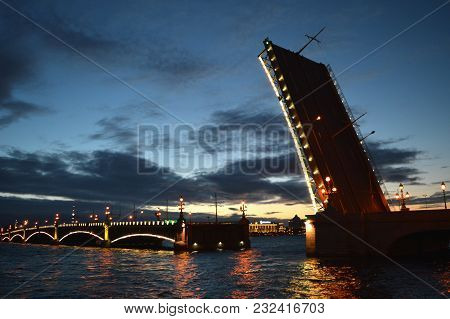 Early Morning View Of Troitsky Bridge In Saint-petersburg, Russia
