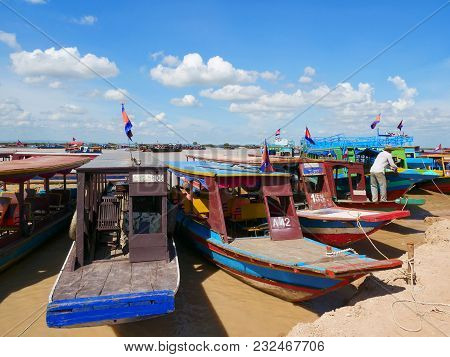 Siem Reap, Cambodia - 11 August, 2017: Tourist Boats Are Waiting To Welcome Visitors To Tonle Sap La