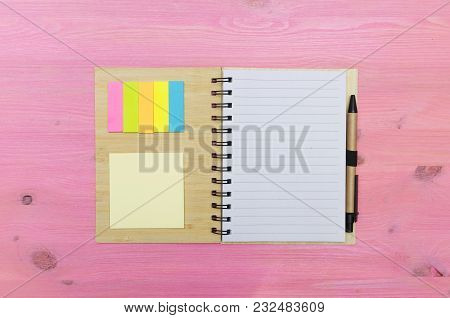 Note Pad With Blank Paper Page Sheet On Glamour Purple Background With Copy Space. To Do List. Goals