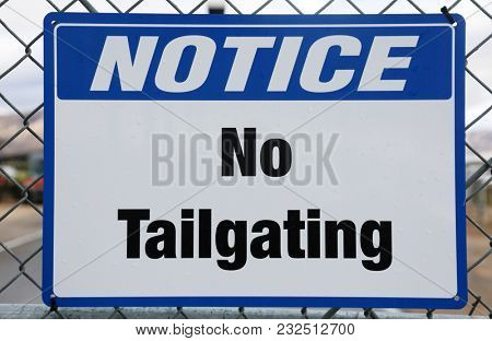 Notice No Tailgating sign