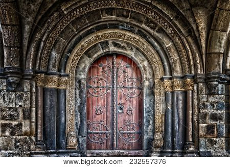 Historical Architecture Of Wooden Artful Door Beautiful Engineering