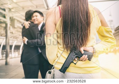 Young Woman Want To Shoot Her Boyfriend When She Discovering About Her Boyfriend Is A Homosexual.