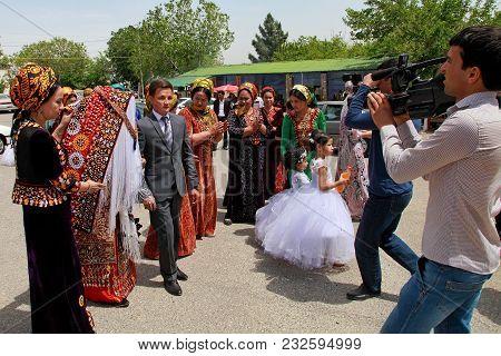Kov-ata, Turkmenistan - April 30, 2017: Turkmen National Wedding In The Village Of Kov-ata. Turkmeni