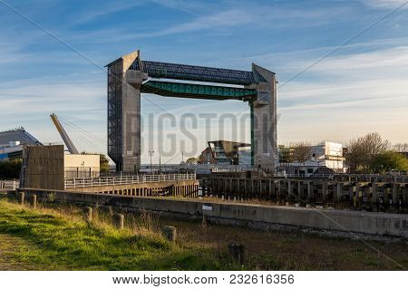Kingston Upon Hull, England, Uk - May 03, 2016: View From Scale Lane Swing Bridge Towards Myton Brid
