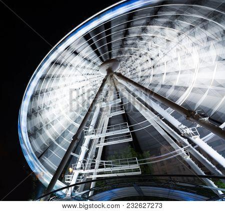 running ferris wheel in a park at night