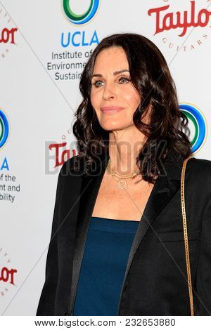 LOS ANGELES - FEB 22:  Courteney Cox at the UCLA's 2018 Institute Of The Environment And Sustainability (IoES) Gala at the Private Estate on February 22, 2018 in Beverly Hills, CA