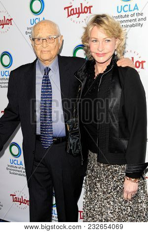 LOS ANGELES - FEB 22:  Norman Lear, Lyn Lear at the UCLA's 2018 Institute Of The Environment And Sustainability (IoES) Gala at the Private Estate on February 22, 2018 in Beverly Hills, CA