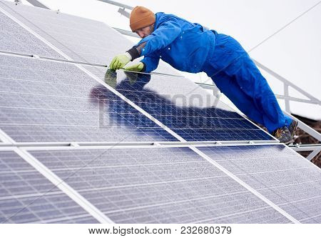 Full Length Shot Of A Professional Engineer Electrician Worker Installing Or Repairing Solar Panels