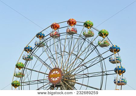 Golden Sands, Bulgaria - June 06, 2017: Large Beautiful Ferris Wheel With Tourists On The Pedestrian