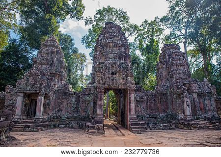 Ancient Gate Of Preah Khan The Stone Temple Surround With Forest In Angkor The World Heritage , Siem