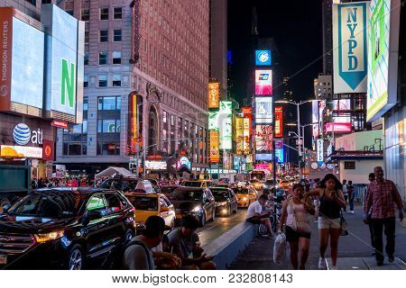 New York City, Usa - Aug 17, 2016: People Walking On 7th Avenue Besides With Traffic Congestion And