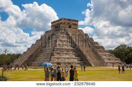 Mexico, Yucatan - February 17, 2018: Chichen Itza, Mayan Pyramid Of Kukulcan El Castillo