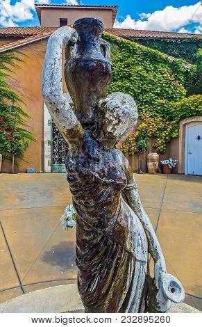 Napa Valley, Ca Usa - 08/06/2013 -  Napa Valley Statue In A Courtyard
