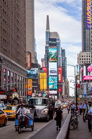New York, Usa - Aug 17, 2016: People Walking On 7th Avenue Besides With Traffic Congestion And Many