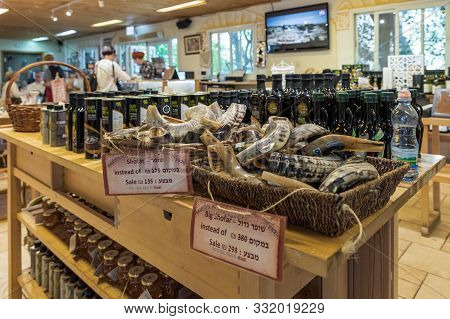 Rosh Haayin, Israel, October 31, 2019 : Horns - Shofar - In A Store At The Entrance To The Tel Shilo