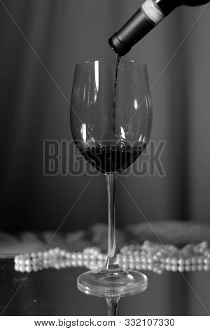 Glass Of Wine Saver Vintage Bar Alcohol Picture Pearls Glass Bar Rest Food Red Sparkling