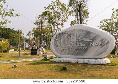 Da Nang, Vietnam - March 10, 2019: Memorial Park. Gray Marble Framed By Shite Stone Statue In Honor
