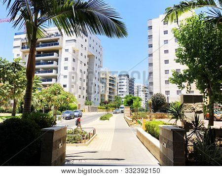 Rishon Le Zion, Israel  October 07, 2019: Residential Buildings, Plants And Streets In Rishon Le Zio
