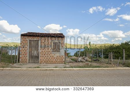 Pao De Acucar, Alagoas, Brazil - June 23, 2016: Small And Poor Brick House In The Banks Of Sao Franc