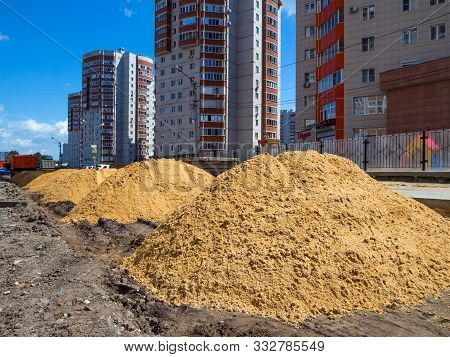 Voronezh, Russia -  June 03, 2019: Construction Of A New Road In A Residential Area, Voronezh