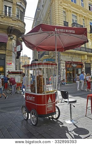 Istanbul, Turkey - September 9th 2019. A Street Vendor Cart Sells Baguels To Passersby On Istiklal C