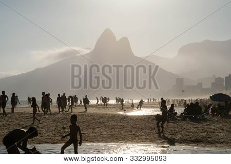Rio De Janeiro, Brazil- October 14, 2019: A Group Of Brazilians Playing On The Shore Of Ipanema Beac