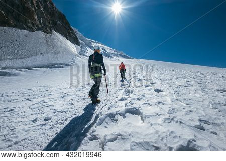 Two Young Women Rope Team Ascending Mont Blanc (monte Bianco) Summit 4,808m Dressed Mountaineering C