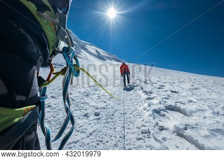 Rope Team Ascending Mont Blanc (monte Bianco) Summit 4,808m Dressed Red Mountaineering Clothes Walki