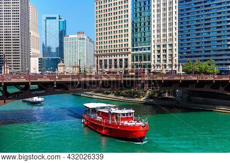 Chicago River And Bridge In Chicago, Illinois, Usa